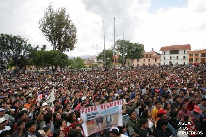 Manifestación contra la minnera Yanacocha (Newmont) en Perú.