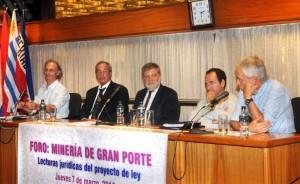 Mesa inicial del foro: de izquierda a derecha, Javier Tacks, Alfredo Caputo, Roberto Kreimerman, Martín Prats y Víctor Bacchetta.