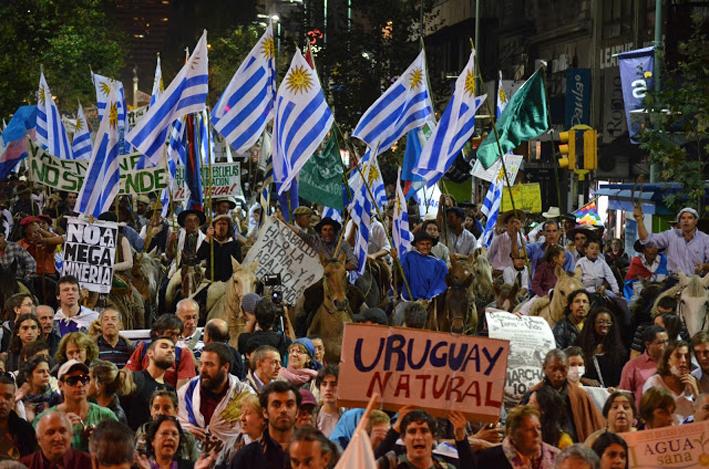 Llegada a la Plaza Independencia de la 4ta. Marcha Nacional en Defensa de la Tierra y los Bienes Naturales, que mostró la resistencia de amplios sectores sociales contra Aratirí.