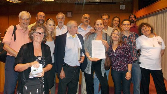 Integrantes de Uruguay Libre en el lanzamiento de la campaña de recolección de firmas.