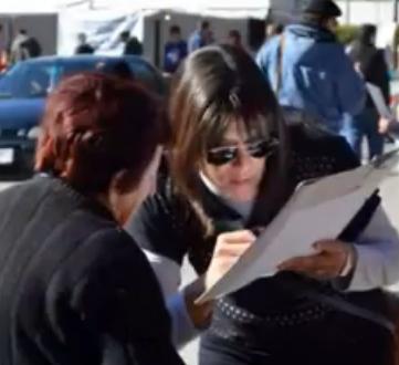 Recogiendo firmas en la fiesta gaucha Minas de Abril, en Lavalleja.