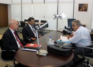 El presidente Mujica reunido con Pramod Agarwal y Fernando Puntigliano.