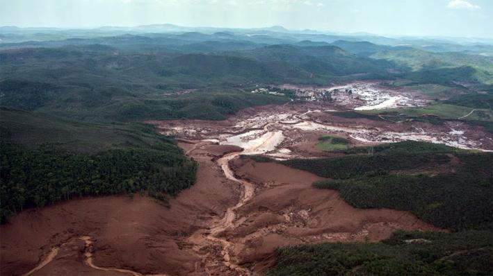Expansión de la onda de lodos contaminados por la cuenca de los ríos Piracicaba y Doce.